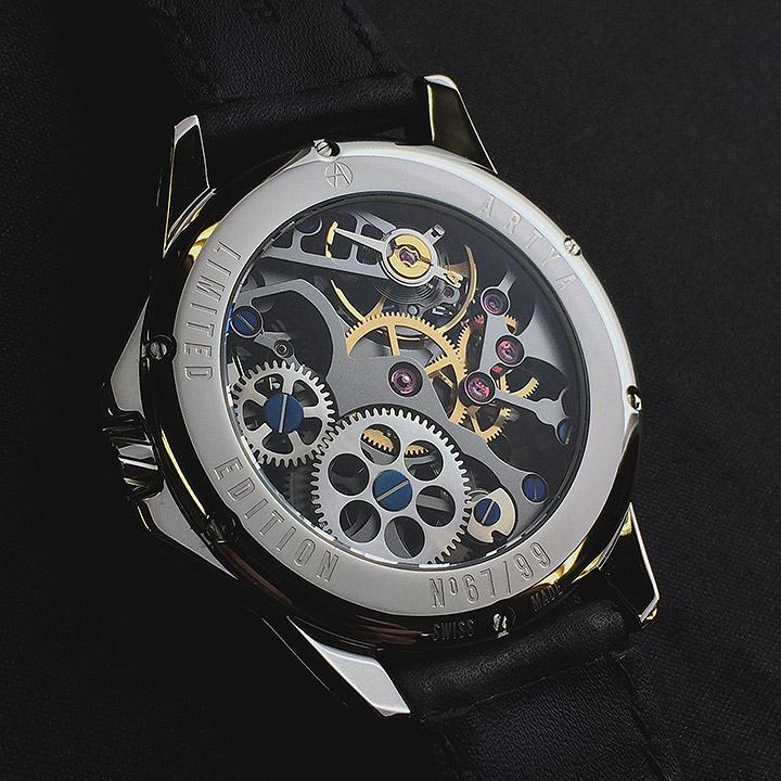 スイスの高級腕時計 アーティアのロシアンルーレット・パイソン