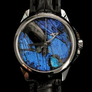 モルフォ蝶の羽を文字盤にした腕時計