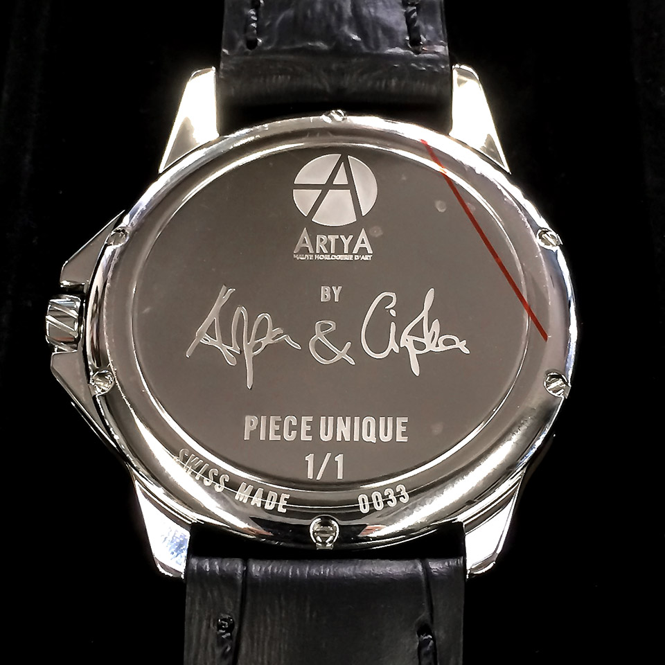 モルフォ蝶の羽を文字盤にした腕時計 世界限定1本