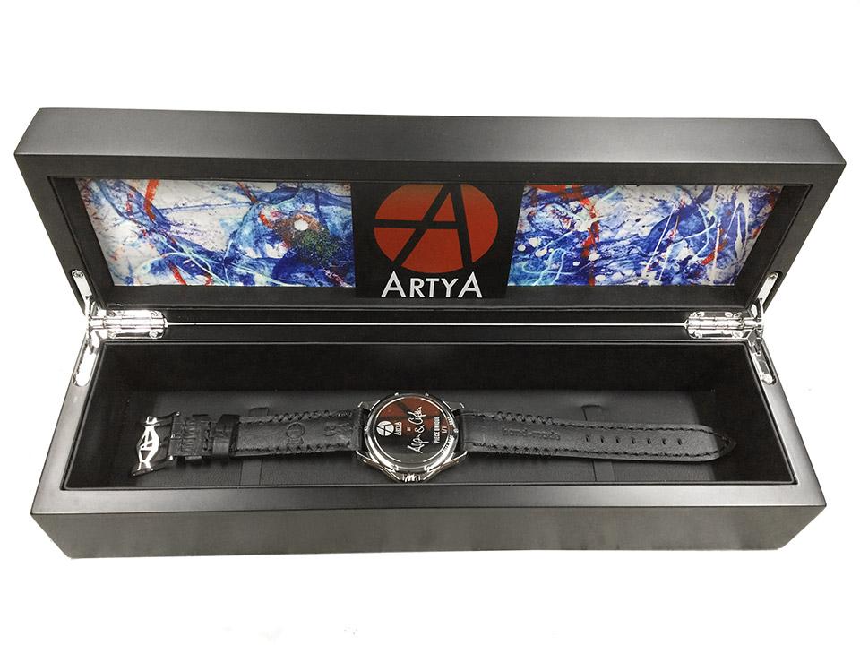 モルフォ蝶の羽を文字盤にした腕時計 Art Box