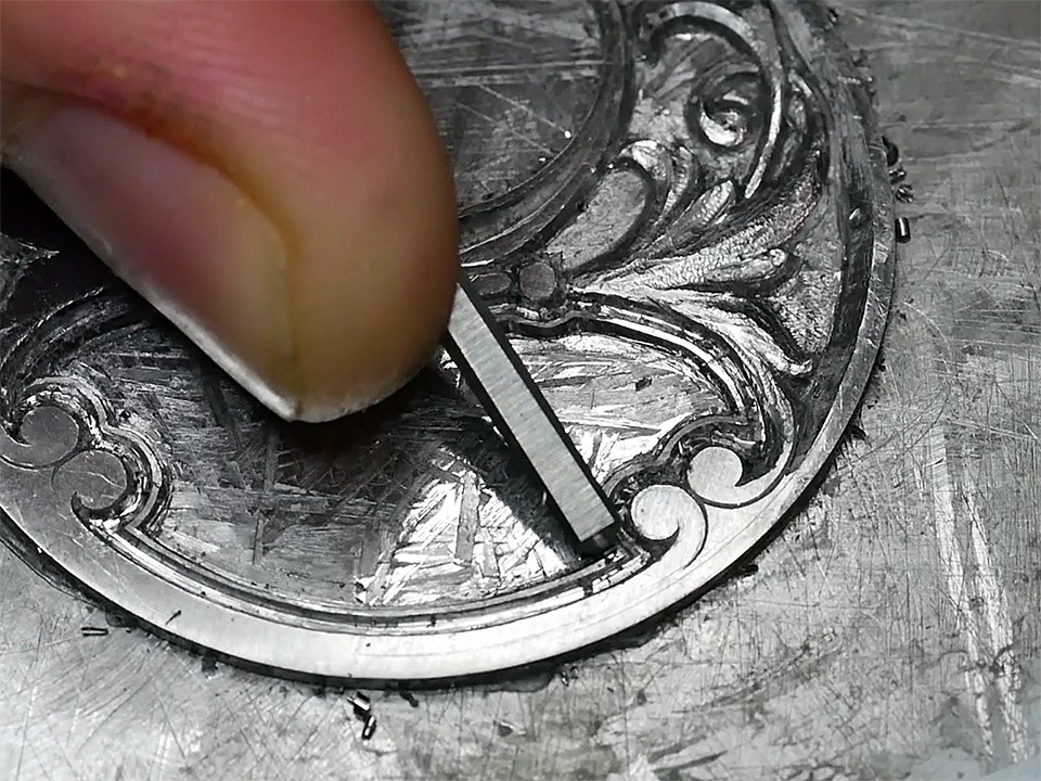 文字盤の彫金